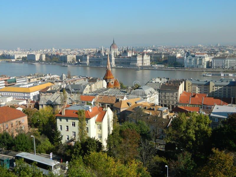Budapest sikt av parlamentbyggnaden royaltyfri fotografi
