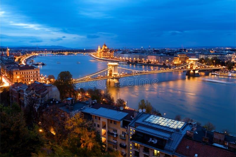 Budapest-Skyline an der Dämmerung lizenzfreies stockfoto
