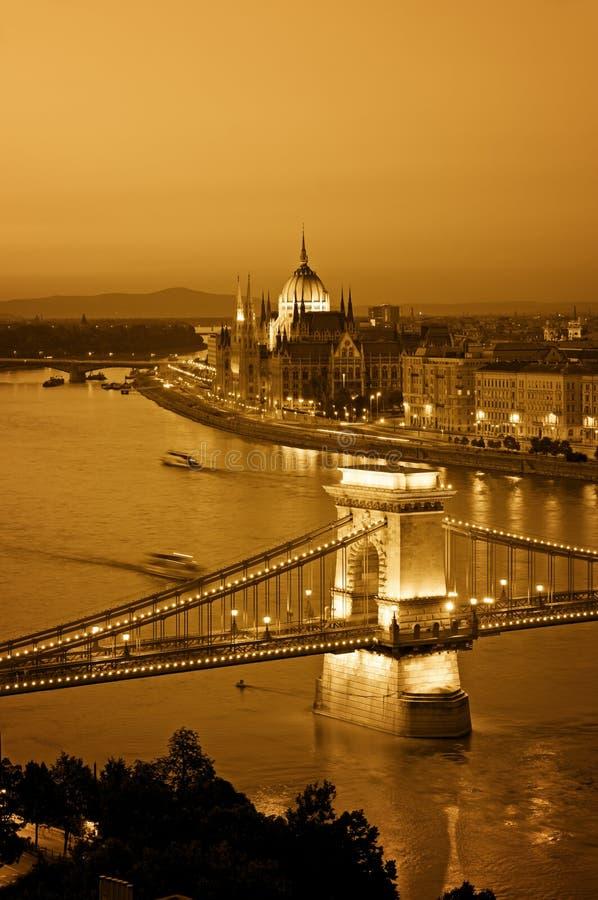 Budapest-Skyline nachts. lizenzfreie stockbilder