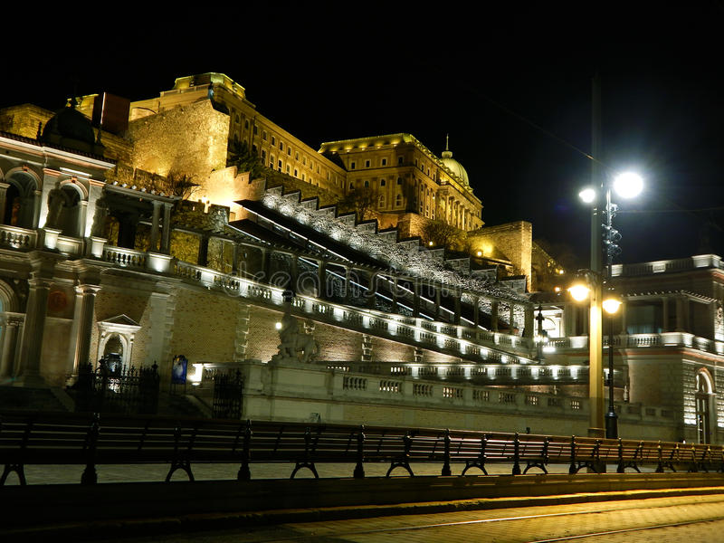 Budapest slottbasar vid natt royaltyfria bilder