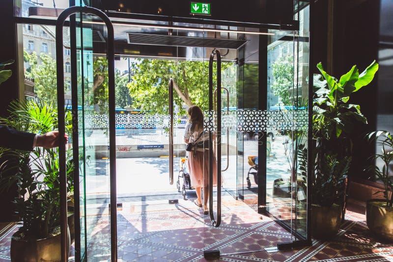 BUDAPEST, UNGARN - 18. JUNI 2019: Innenraum von Hotel Parisi Udvar in v-Bezirk in Budapest, Ungarn lizenzfreie stockfotografie