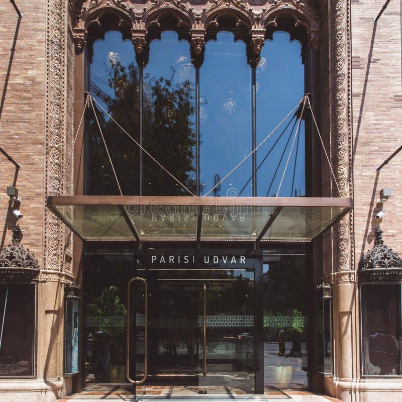 BUDAPEST, UNGARN - 18. JUNI 2019: Innenraum von Hotel Parisi Udvar in v-Bezirk in Budapest, Ungarn stockbild