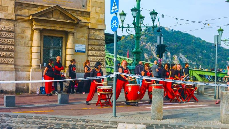 Budapest, Ungarn - MAI 01, 2019: Frühlingsfest-Parade, wo verschiedene Leute die warme Wetterankunft in einem Rio feierten stockbild