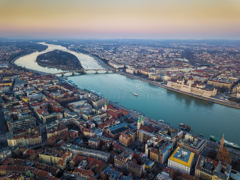 Budapest Ungern - flyg- horisontsikt av Budapest med parlamentet av Ungern, Margaret Island arkivbild
