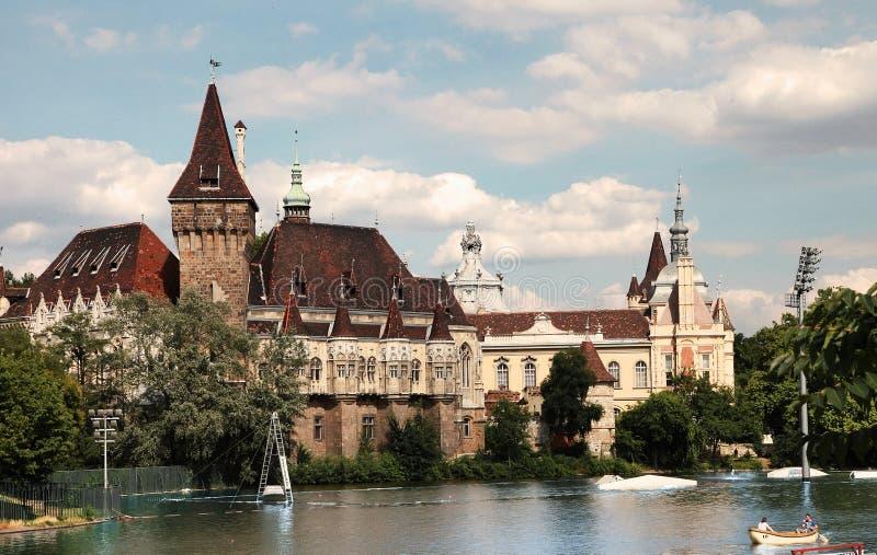 Budapest Ungern - Juni 27, 2015: Vajdahunyad slottsikt från royaltyfri fotografi