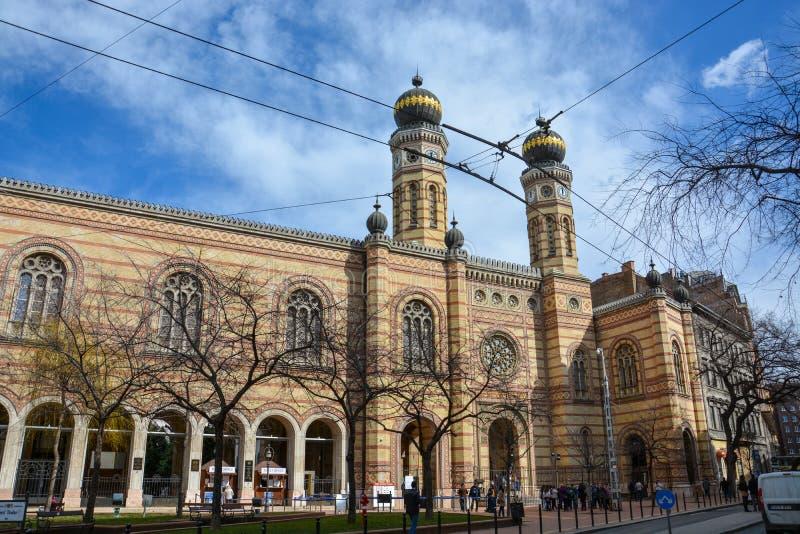 BUDAPEST UNGERN - MARS 13, 2018: Dohany synagoga i Budapest royaltyfria bilder