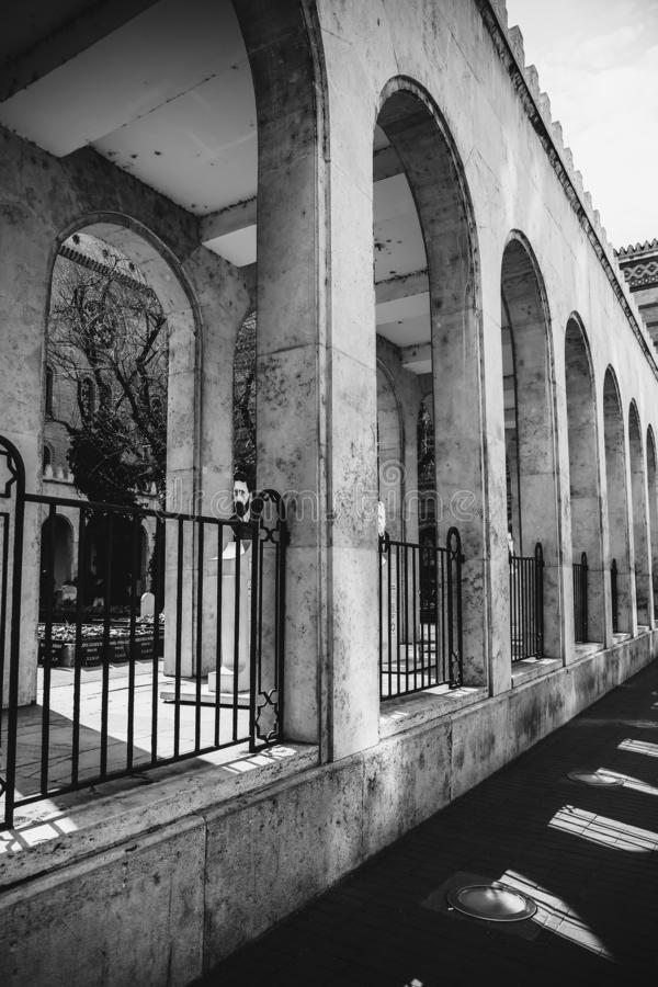 BUDAPEST UNGERN mars 30, 2017, svartvita fotoarkitekturdetaljer av den Budapest synagogan, Dohany synagoga in arkivbild