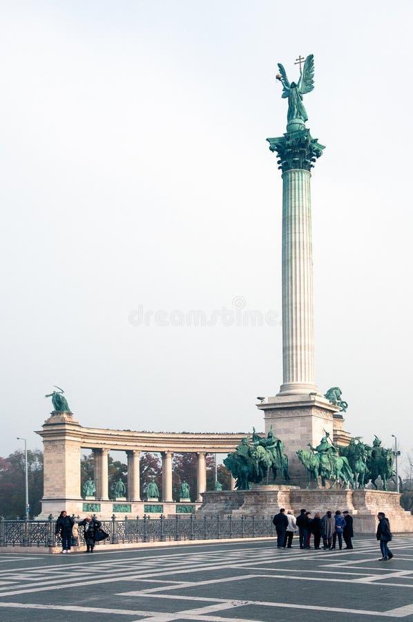 Budapest, Ungheria-NOVEMBRE:: Colonna con l'arcangelo Gabriel sulla t fotografia stock