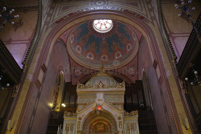 budapest ursnygg stor inre synagoga arkivfoto