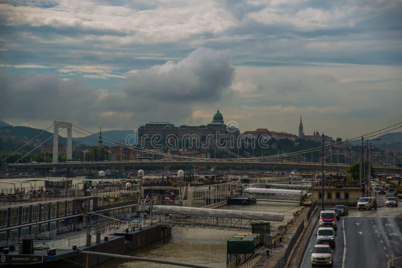 Budapest, Węgry: Elisabeth most, Royal Palace, Buda kasztel na Danube rzece w Budapest obrazy stock