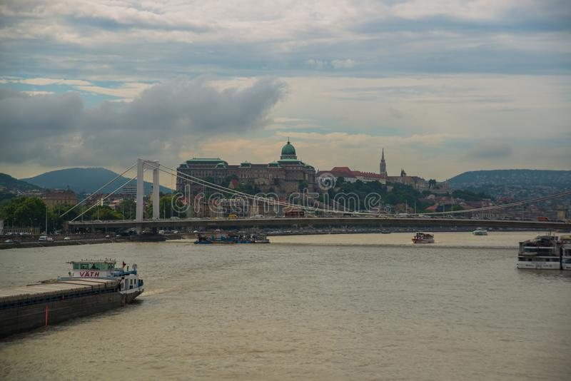 Budapest, Węgry: Elisabeth most, Royal Palace, Buda kasztel na Danube rzece w Budapest obraz royalty free