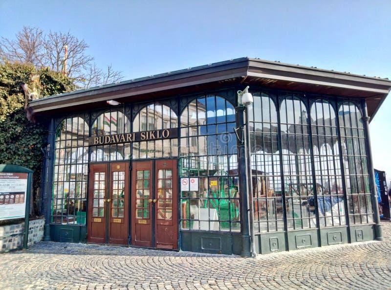 Budapest, Węgry, Luty/- 12 2012: Wierzch stacja Budapest rocznika funiculair obraz stock