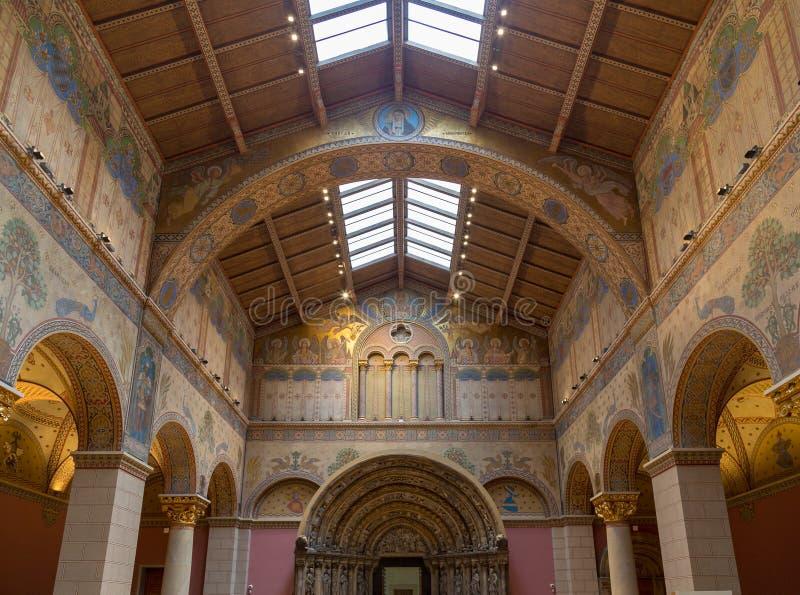 Budapest Węgry, Marzec, - 27, 2018: Wnętrze odnawiący Romański Hall w muzeum sztuki piękna obrazy royalty free