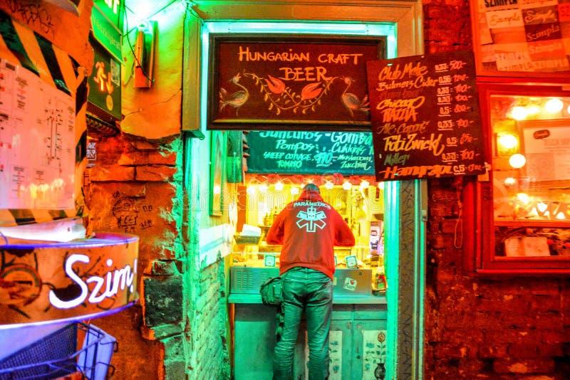 Budapest, Węgry (Szimpla ruiny pub) obrazy stock