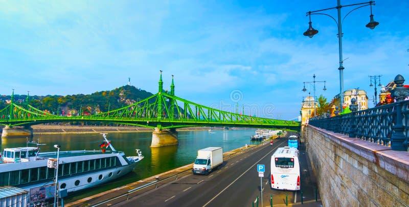 Budapest, W?gry - MAI 01, 2019: ?a?cuszkowy most na Danube rzece w Budapest mie?cie W?gry Miastowa krajobrazowa panorama z starym obrazy royalty free