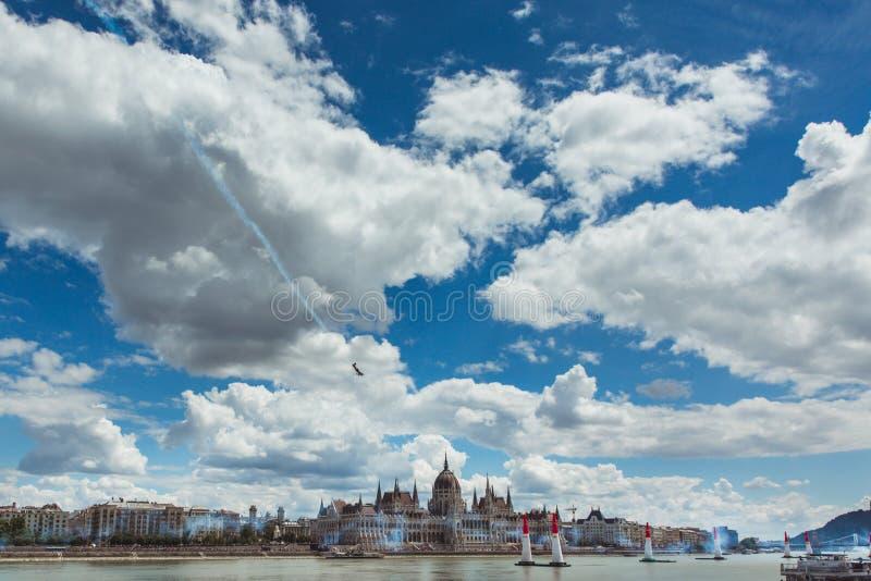 BUDAPEST, W?GRY, Red Bull powietrze rasa w centrum stolica Budapest, W?gry CZERWCA 24, 2018 - obraz royalty free