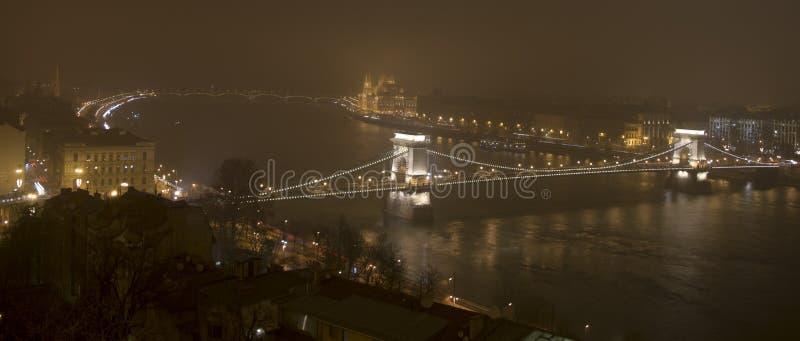 Budapest w nocy parlamencie i Danube, fotografia stock