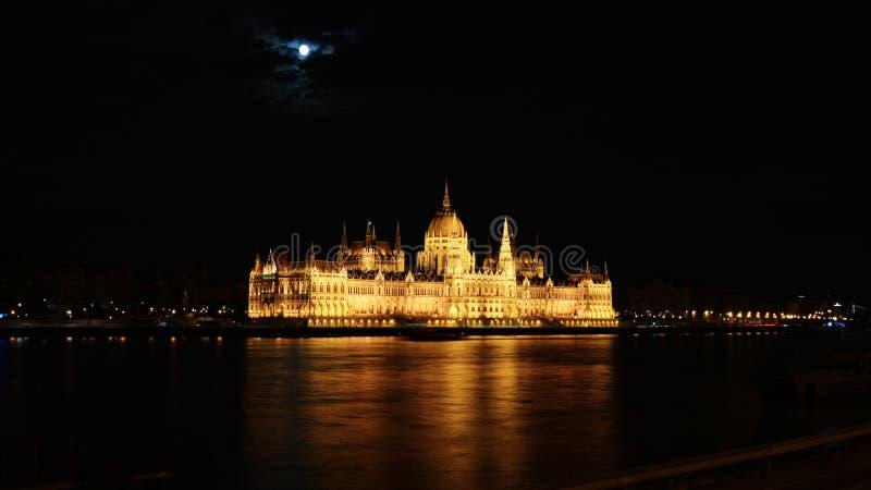 Budapeste à noite, a cidade nas luzes fotos de stock royalty free
