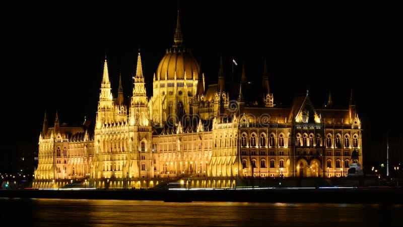 Budapeste à noite, a cidade nas luzes fotos de stock
