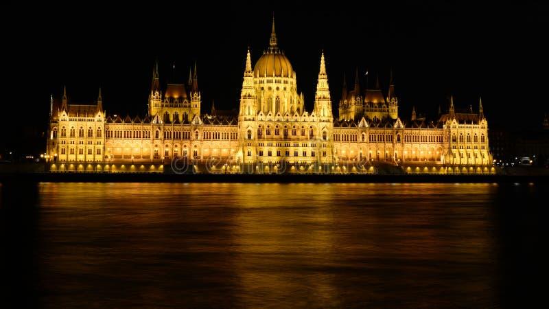 Budapeste à noite, a cidade nas luzes imagem de stock royalty free