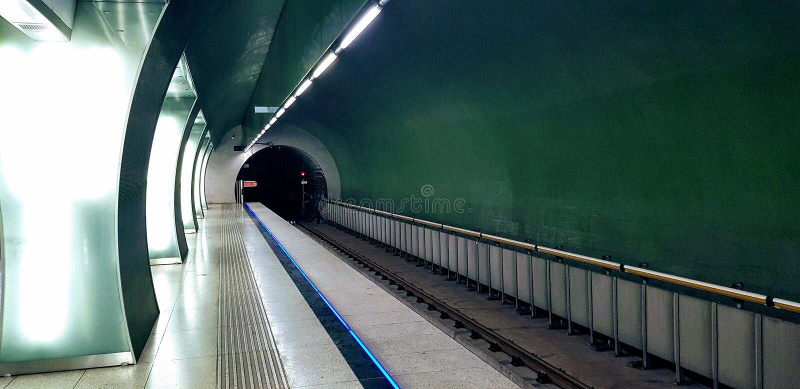Budapeste, Hungria - 2019 10º 06 : Estação Rákóczi de metrô imagens de stock