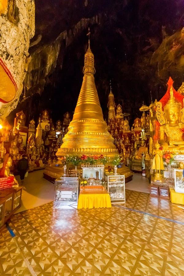 Budas em cavernas de Pindaya, Myanmar fotos de stock