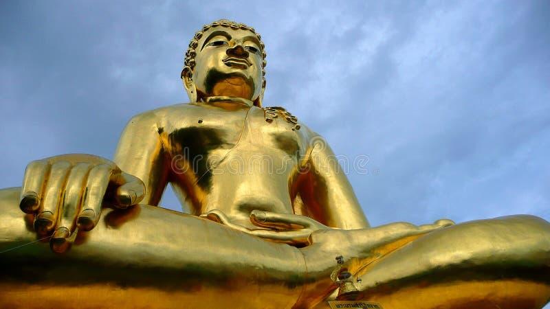 Budda de oro grande imagenes de archivo