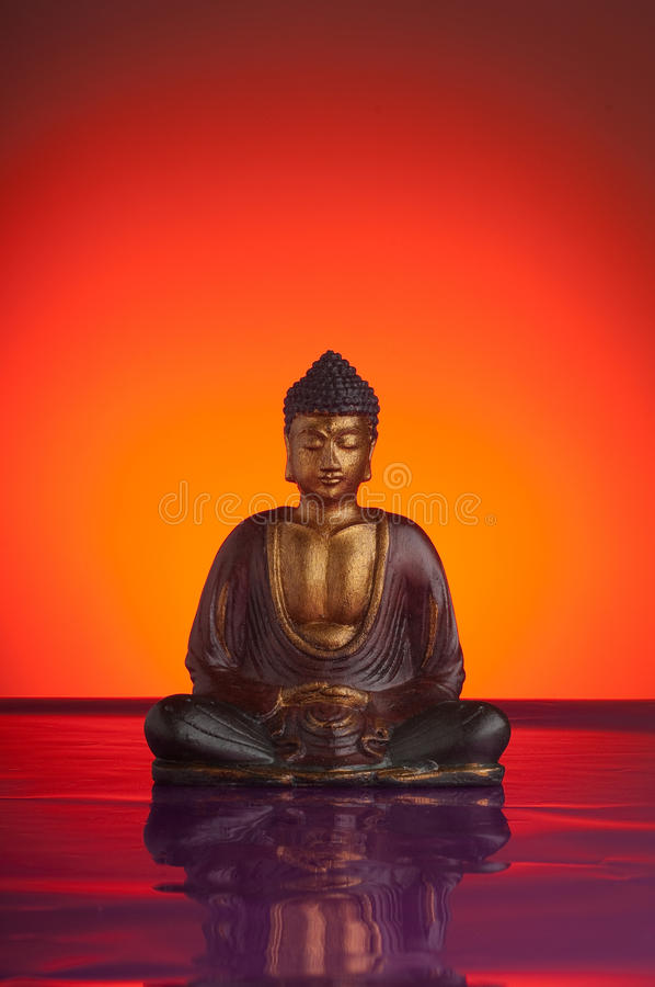Free Budda With Red Reflecting Background Royalty Free Stock Images - 12469149