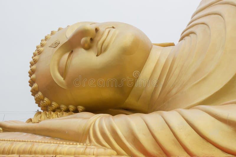 Buddha adagiantesi immagine stock