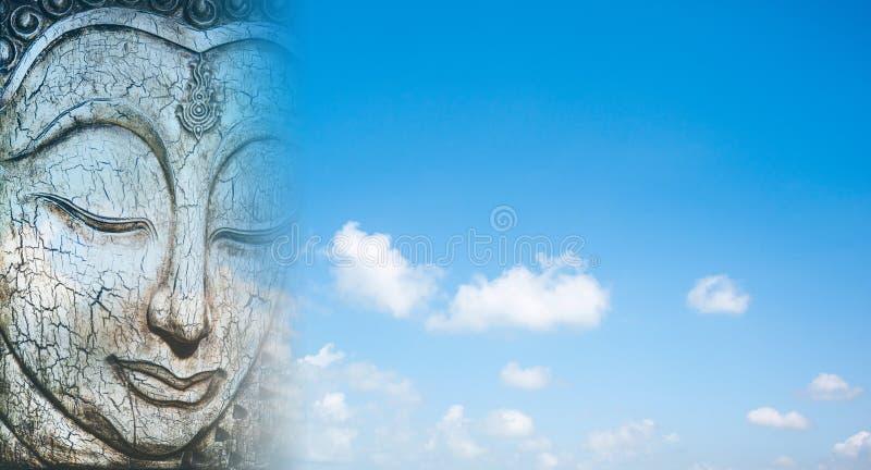 Buddha affronta scolpito da legno immagini stock