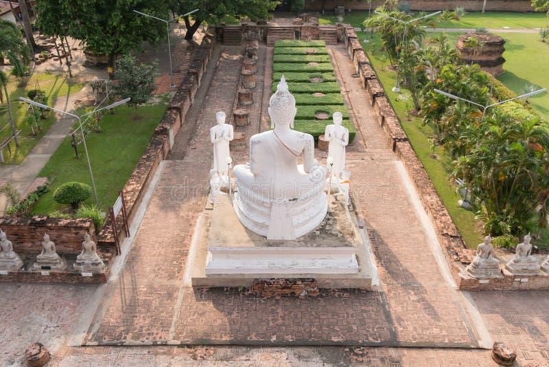 Buddha-Ansicht von der Pagode bei WatYaiChaimongkol, Ayutthaya, Thailand lizenzfreie stockfotos