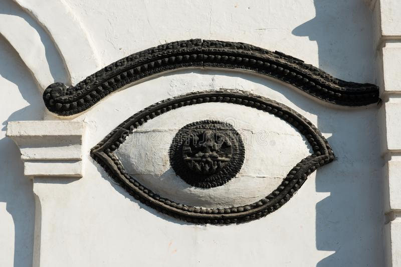 Buddha-Auge auf weißer Wand in Nepal-Tempel lizenzfreie stockbilder