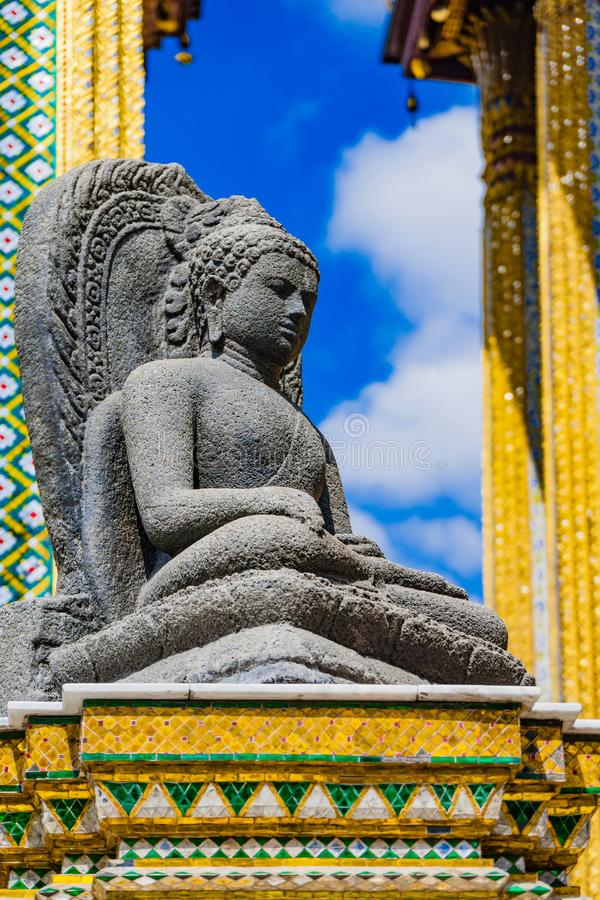 Buddha av den storslagna slotten av Thailand royaltyfria foton