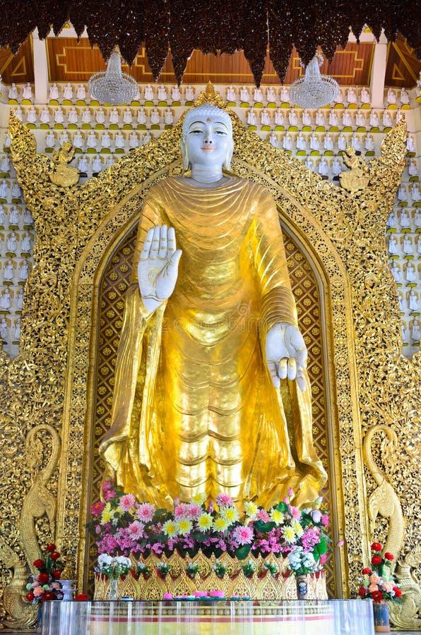Buddha av Dhamikarama i Burmese tempel på Penang, Malaysia arkivbilder