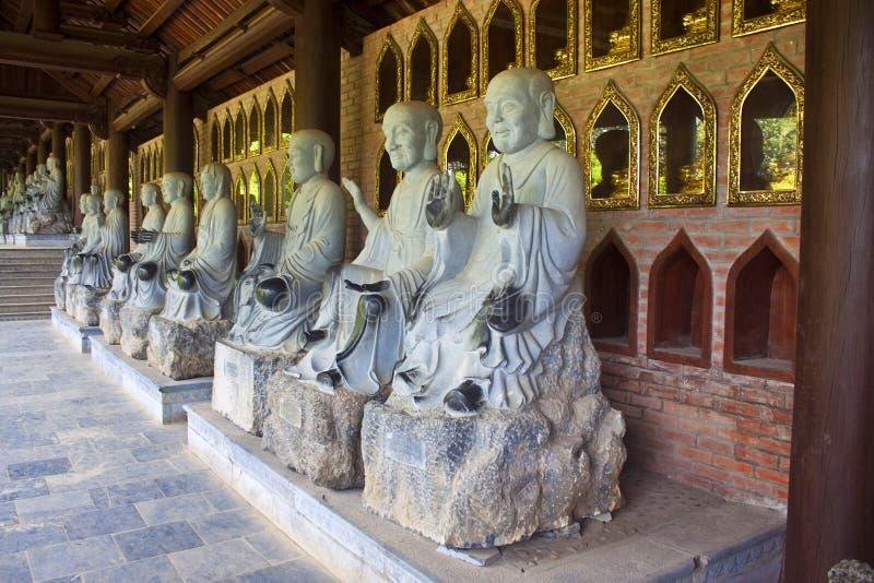 Buddha-Bilder in Bai Dinh-Tempel lizenzfreie stockfotografie