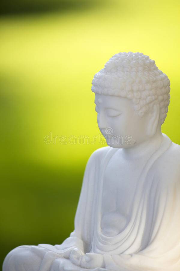Buddha branco no verde 02 fotos de stock royalty free