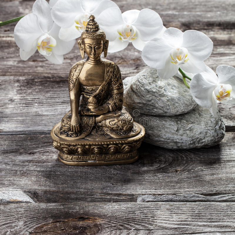 Buddha bronzeo per spiritualità e bellezza interna femminile immagine stock libera da diritti
