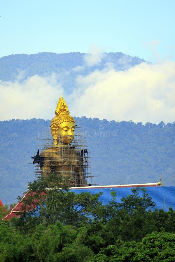 Buddha byggs Lokaliserat i förbudet Tak, Tak Province arkivbild