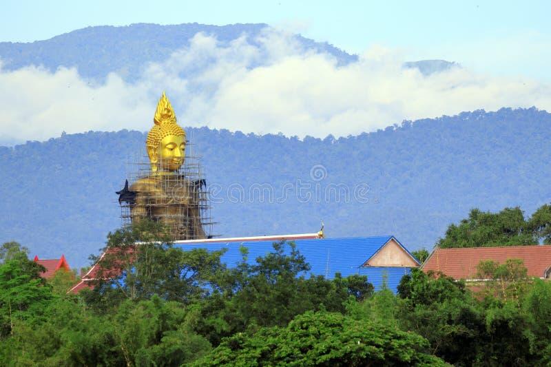 Buddha byggs Lokaliserat i förbudet Tak, Tak Province royaltyfria bilder