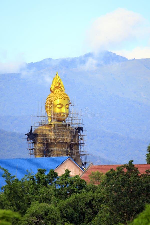 Buddha byggs Lokaliserat i förbudet Tak, Tak Province royaltyfri fotografi