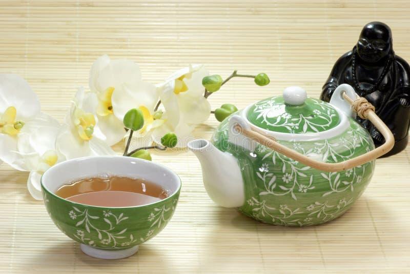 Buddha com chá imagem de stock