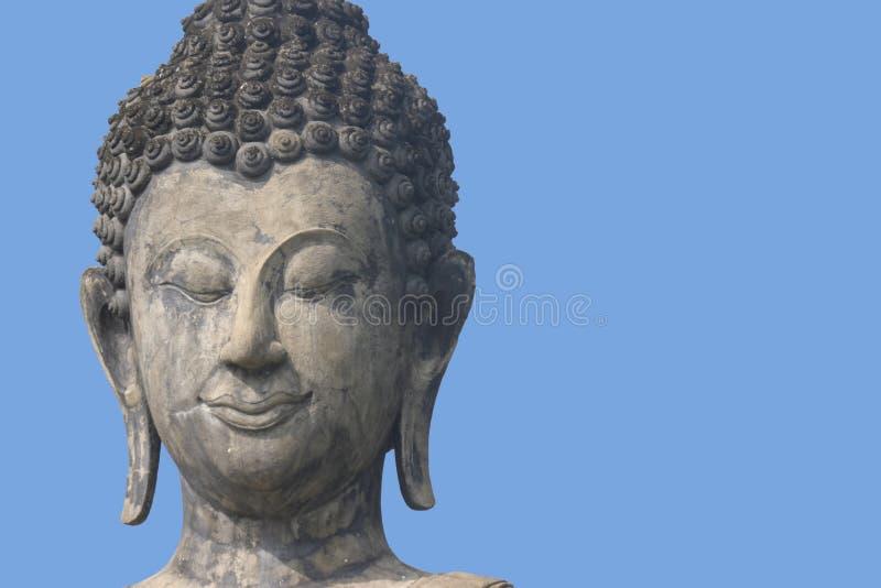Buddha con el cielo azul imagen de archivo