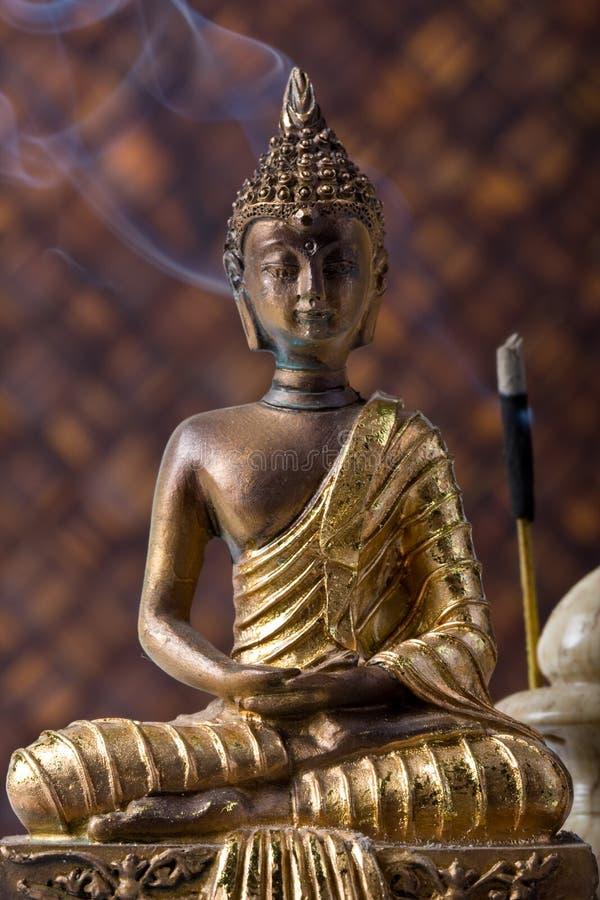 Buddha con el palillo del incienso imagenes de archivo