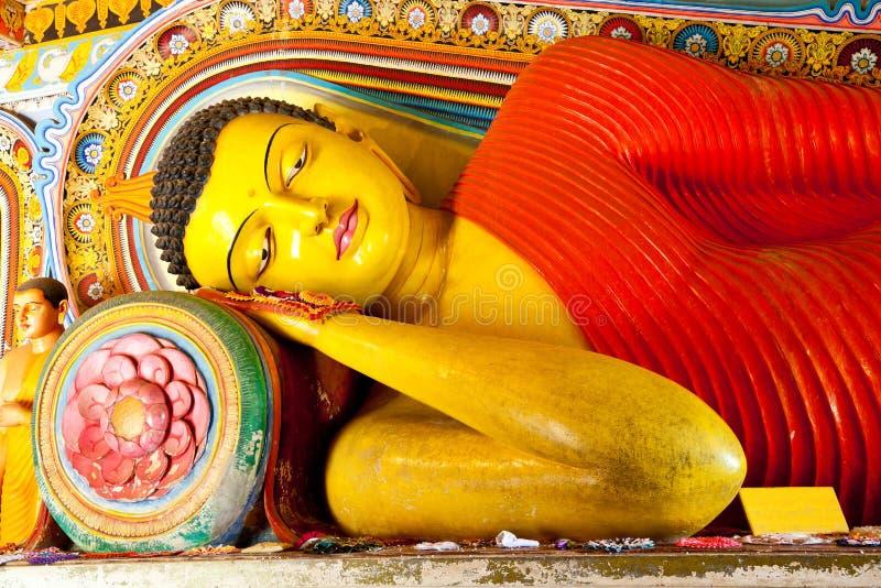 Buddha de descanso en templo del isurumuniya imagen de archivo libre de regalías