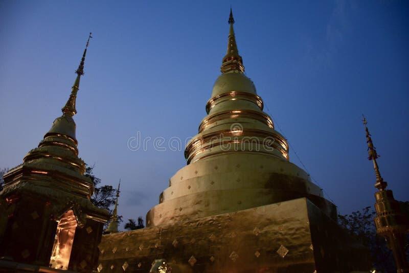 Buddha de oro en el símbolo de Thailand imágenes de archivo libres de regalías