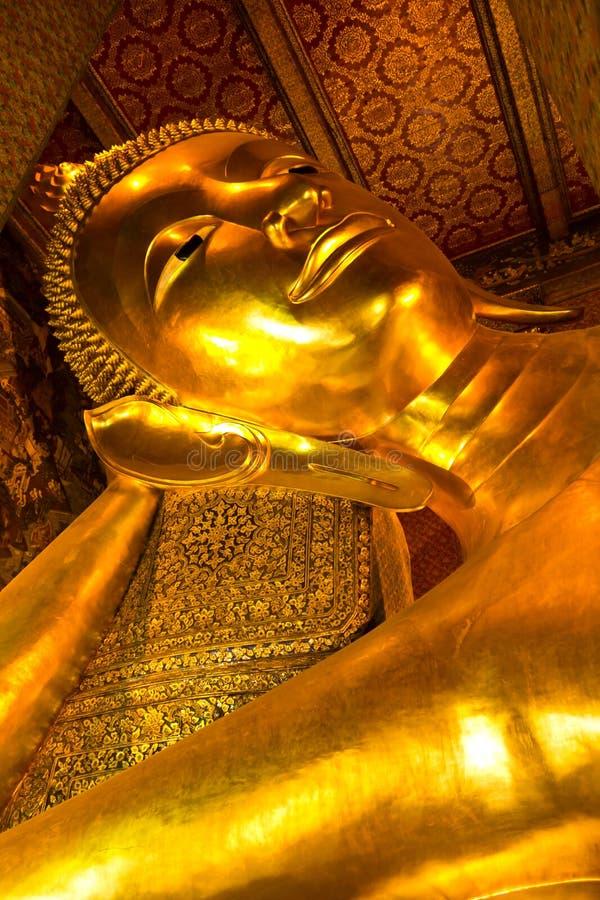 Buddha de oro en Wat Pho de Bangkok imagen de archivo libre de regalías