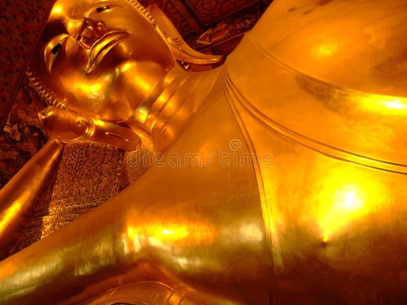 Buddha de reclinação, Wat Pho, Banguecoque. imagem de stock royalty free