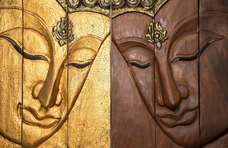 Buddha di legno scolpito tradizionale fotografie stock