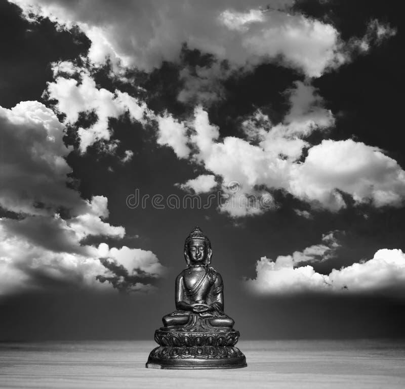 Buddha di rilassamento e libera la mente fotografia stock
