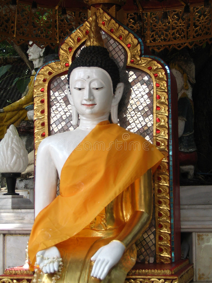 Buddha di seduta (Tailandia) immagini stock